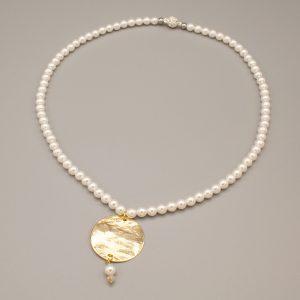 Collana con perle e forma martellata