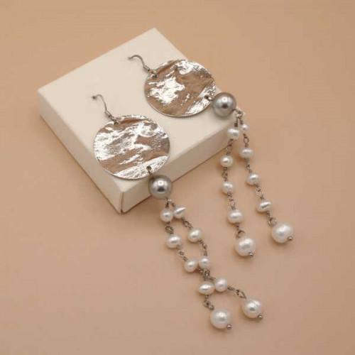 Orecchini con disco argentato e perle di fiume