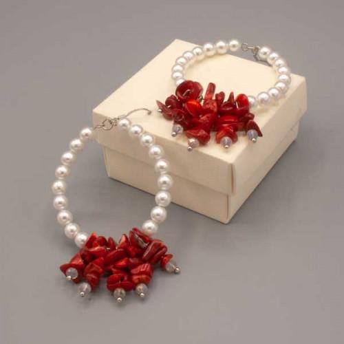 Orecchini con cerchio di perle di Maiorca e coralli rossi